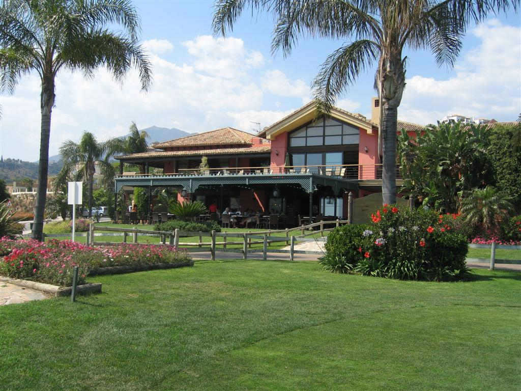 Los Arqueros Club House