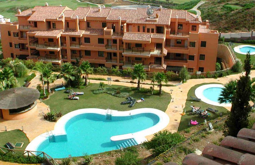 Calanova Golf Apartments